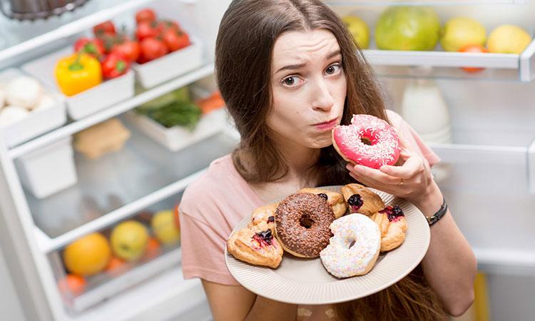 خوردن مواد خوراکی شیرینی چه تاثیری روی پوست دارد؟